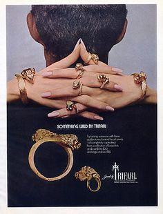 Idée pose des mains  Trifari 1960 Animal-head & Jewels Bracelet