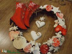 Piros -fehér téli kopogtató (belladekor) - Meska.hu Christmas Stockings, Holiday Decor, Home Decor, Needlepoint Christmas Stockings, Decoration Home, Room Decor, Christmas Leggings, Home Interior Design, Home Decoration
