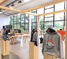 A @cartel011 inaugura na Bienal o #projetoestufa um espaço que reúne produtos de 38 marcas inovadoras para venda. Por lá você encontra o novo EQT da @adidasbrasil bikes da @eudelev e peças exclusivas da @alagarconne. Vale a visita! #LOFFama #spfwn43  via L'OFFICIEL BRASIL MAGAZINE INSTAGRAM - Fashion Campaigns  Haute Couture  Advertising  Editorial Photography  Magazine Cover Designs  Supermodels  Runway Models