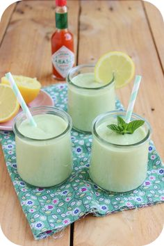 Soupe froide avocat concombre (1) Homemade Protein Shakes, Protein Shake Recipes, Healthy Drinks, Healthy Recipes, Healthy Food, Tabasco, Salad Bar, Tasty Dishes, Food Inspiration