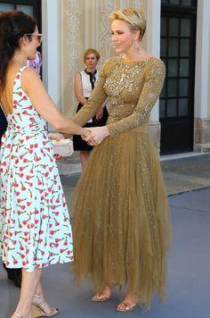 Over 50 Womens Fashion, Fashion Over 50, Prince Albert, Princesa Grace Kelly, Monaco Princess, Monaco Royal Family, Estilo Real, Queen Dress, Kate Middleton Style