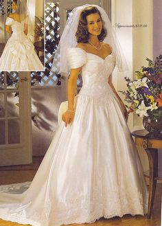 How To Look Your Best On Your Wedding Day. On your big day, all eyes will be on you so you definitely want to look your best. Vintage Gowns, Vintage Bridal, Beautiful Wedding Gowns, Beautiful Dresses, 1980s Wedding Dress, Style Année 80, Vegas Dresses, Women's Dresses, Bridal Dresses