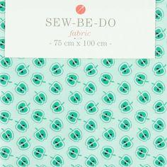"""Tissu """"Pommes"""" SEW BE DO • 100% Coton • Coupon 75 x 100 cm • Densité 120 g/m2 • Lavage à 40° en machine • Vendu 7,95 €"""