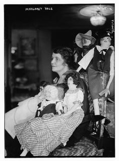 Margaret-Vale-with boudoir dolls-1924