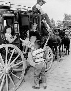 Wonderful And Rare Color Photos Of Disneyland In Disney - 18 amazing rare colour photos disneyland 1955