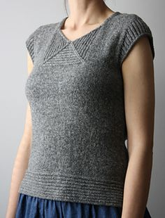 The geometric neck detail on this gorgeous summer shirt! Ravelry, Knitting Patterns Free, Free Knitting, Knitting Needles, Summer Knitting, How To Purl Knit, Pulls, Knitwear, Knit Crochet