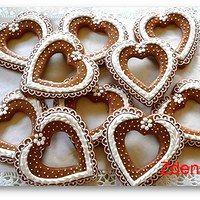 Svatební perníčky / Zboží prodejce Zdenik8 | Fler.cz Flower Cookies, Heart Cookies, Cookies Et Biscuits, Spice Cookies, Fancy Cookies, Christmas Sugar Cookies, Valentine Cookies, Gingerbread Decorations, Gingerbread Cookies