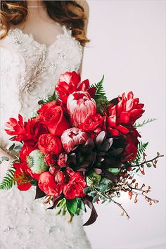 red bridal bouquet | dramatic bouquet | red wedding #weddingchicks