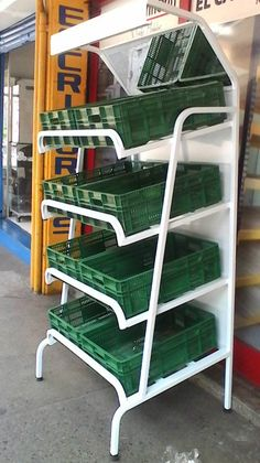 Industrial shelves guarantee that your manufactured products or material is safe for a long time. Manufacturers have no fear that their produced goods are not safe once they got the shelving's made of iron and metals. Farmers Market Display, Market Displays, Store Displays, Supermarket Design, Retail Store Design, Container Coffee Shop, Container Bar, Rak Display, Vegetable Rack