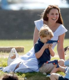 Catherine, Duchess of Cambridge looks on as Prince George of Cambridge plays with a toy gun whilst attending the Maserati Royal Charity Polo Trophy at the Beaufort Polo Club on June 2018 in Gloucester, England. George Of Cambridge, Duchess Of Cambridge, Catherine Cambridge, Prince George Alexander Louis, Prince William And Catherine, Royal Families Of Europe, Young Prince, Family Outing, Princess Charlotte
