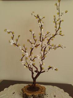 Árvore decorativa elaborada através de uma raiz www.carisarte.blogspot.pt