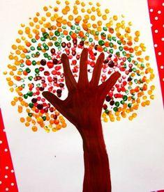 #knutselen, #kinderen, #basisschool, #herfst, #boom, arm omtrekken, inkleuren met verf, blaadjes zij