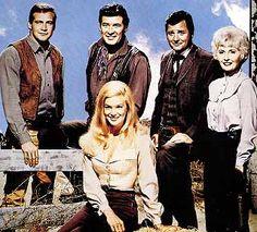 Barbara Stanwyck (Victoria Barkley),  Richard Long (Jarrod Barkley),  Lee Majors  (Heath Barkley),  Peter Breck (Nick Barkley) &  Linda Evans (Audra Barkley) - The BIg Valley