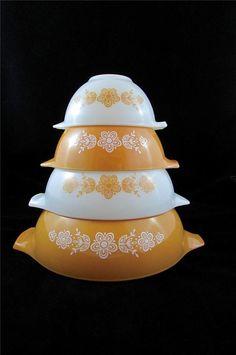 Near Mint Set of 4 Vintage Pyrex BUTTERFLY GOLD Cinderella Mixing/Nesting Bowls #Pyrex