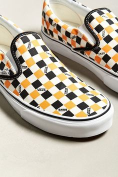 Great Slip On Shoes from 21 of the Insanely Cute Slip On Shoes collection is the most trending shoes fashion this season. This Slip On Shoes look related to vans, vans classic, vans shoes and… Best Summer Shoes, Vans Checkerboard Slip On, Vanz, Slip On Shoes, Women's Shoes, Vans Slip On, Vans Shoes Outfit, Flat Shoes, Pump Shoes