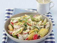 Bunter Kartoffelsalat mit Rüben und Gurke ist ein Rezept mit frischen Zutaten aus der Kategorie Kartoffelsalat. Probieren Sie dieses und weitere Rezepte von EAT SMARTER!