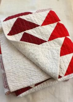 Flying Geese Lobster Red Geometric Twin Quilt by PieBirdQuilts Hand Quilting Patterns, Quilting Projects, Quilting Designs, Quilting Ideas, Twin Quilt Size, Queen Size Quilt, Flying Geese Quilt, Bird Quilt, Vogel Quilt