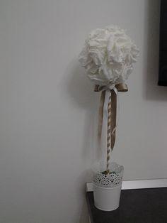 Topiario con fiori di carta pesta
