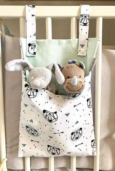 Range doudou / range jouet / range pyjama cadeau naissance - Technicas Tutorial and Ideas Range Pyjama, Etsy Quilts, Diy Bebe, Birth Gift, Baby Birth, Baby Baby, Baby Sewing Projects, Craft Projects, Quilting Projects