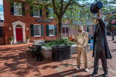 This statue of President Lincoln and a visitor is in the main square of Gettysburg, Pennsylvania, in front of the house where Lincoln wrote the Gettysburg Address. Visiting historical sites is only one of the things to do in Gettysburg.