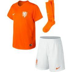 Ook de kleintjes onder ons willen het Nederlands elftal aanmoedigen! In deze set kunnen ze de helden Janmaat, van der Vaart en Vlaar aanmoed...
