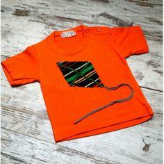 "Camiseta Bebé naranja de maga corta de algodón modelo ""La Cometa"", realizada mediante la técnica Upcycling"