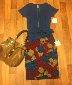 Outfit for sale in my shopping group  Size S Classic & L Cassie https://www.facebook.com/groups/lularoejilldomme/