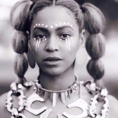 Beyonce Channels Osun Goddess And Yoruba Spirituality In 'Lemonade' Maquillage Voodoo, African Tribal Makeup, African Face Paint, Tribal Face Paints, Tribal Paint, Estilo Beyonce, Afro Punk, Beyonce Knowles, Queen B