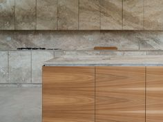 The technology used for the creation of the OCO system relies on both industrial production and the typical artisanal craftsmanship of Tuscany and Umbria. Kitchen Utilities, Interior Design Inspiration, Kitchen Interior, Kitchen Dining, Italian Kitchens, Architecture, Contemporary Kitchens, Breakfast Bars, Tuscany