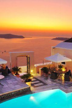 Sunset over Firá on de island of Thira (Santorini) in Greece
