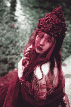 Lisa Emilia Photography - Janina Knopf - makeup designer headpiece by photog