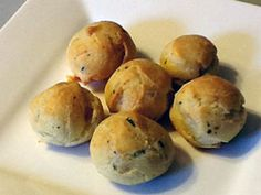 Blue Cheese Puffs http://www.filipinovegetarianrecipe.com/appetizers_snacks/blue_cheese_puffs.php #bluecheese #cheesepuffs