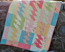PDF Quilt PATTERN or Baby, Lap, Twin, Full/Queen, King Quilt.... Fat Quarter friendly, Kite Tails
