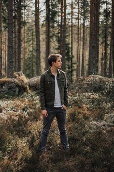 Ideas Photography Men Outdoor Pictures - Sally's Home Forest Photography, Portrait Photography Poses, Photography Poses For Men, Outdoor Photography, Amazing Photography, Fashion Photography, Photography Settings, Photography Studios, Photography Backdrops