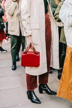 Le Fashion: These Corduroy Pants Bring Any Look to the Next Level Street Style Trends, How To Have Style, My Style, Fashion Looks, Fashion Tips, Fashion Design, Fashion Trends, Ladies Fashion, Daily Fashion