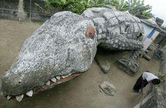 House on Ivory Coast       Ivory Coast's capital, Abidjan, is the home of the crocodile-shaped house.