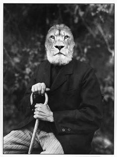 What happens with Kings who grow old? Portrait of retired lion.  #animalpeople #blackandwhite #dark #disturbing  kafoto.es  Original photo by August Sander