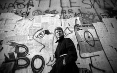 David Bowie at the Berlin Wall, (1987). Photo: Denis O'Regan/Getty Images.
