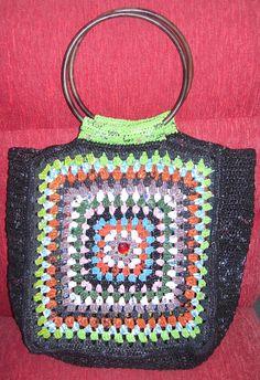 """Bolso tejido al Crochet con bolasas de plastico de """"Reina Mandy - Artev Reciclado"""" inforeinamandy@gmail.com"""
