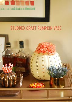 Love pumpkin crafts - they are perfect for my fall decor or my Halloween decorations. I need to make this Studded Craft Pumpkin Vase ...cuteness
