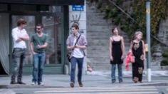 Pedoni distratti, video choc della polizia svizzera