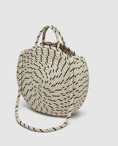 Image 4 of ROUND COTTON BUCKET BAG from Zara