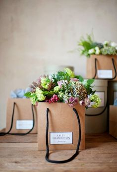 Lila and Cloe: SALLY HAMBLETON FLOWERS TO GO {Madrid} flowers in to go bag simple flowers and paper colorful bouquet flower styling