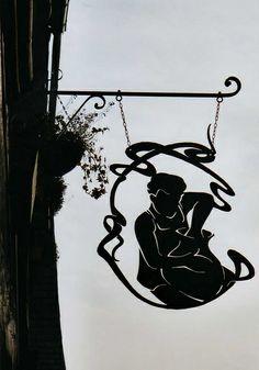 *Enseigne Potier à Dinan, France*