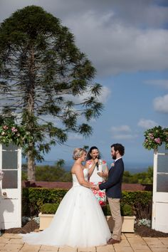 Based on the Sunshine Coast in Queensland, I conduct weddings through to Brisbane North side. Wedding Spot, Wedding Ceremony, Marriage Celebrant, Suzanne, Sunshine Coast, Garden Styles, Garden Wedding, Real Weddings, Gardens