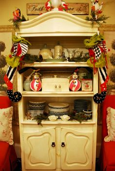 Do you decorate your kitchen for Christmas? HGTV fan, Tammy, does...and she goes all out!    You won't believe her kitchen island>> http://www.roomzaar.com/rate-my-space/Holidays/Festive-Kitchen/detail.esi?oid=10997851&soc=pinterest   #FanDesign