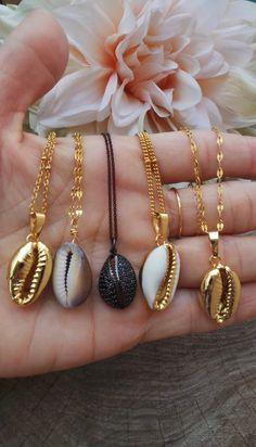 Layered Gold Necklace Hamsa long Layered Necklaces How To Wear - Jewelery diy ideas Seashell Jewelry, Cute Jewelry, Boho Jewelry, Jewelery, Jewelry Accessories, Fashion Jewelry, Jewelry Design, Women Jewelry, Seashell Necklace
