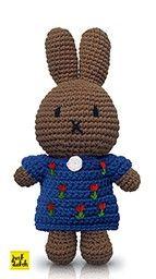 nina handmade en haar blauwe tulpenjurk Diy Crochet Amigurumi, Crochet Baby, Knit Crochet, Knit World, Miffy, Crochet Patterns, Teddy Bear, Swans, Knitting