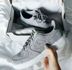 Tendance Sneakers 2018 : Trendy Sneakers 2018 : Sneakers femme Nike Air F. - Celebrity Style News: Celebrity Style Fashion and Latest Trends Nike Air Force Ones, Air Force 1, Women's Shoes, Hot Shoes, Nike Shoes, Shoes Sneakers, Shoes 2017, Gray Shoes, Shoes Style