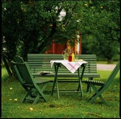 rabatt altan Trdgrdsgrupp Terraces are a popular place that in summer connect… Swedish Cottage, Red Cottage, Summer House Garden, Home And Garden, Garden Furniture, Outdoor Furniture Sets, Wood Furniture, Outdoor Seating, Outdoor Decor